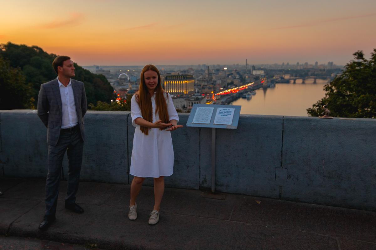 """Автор проекта """"Шукай"""" Юлия Бевзенко на открытие 9-й мини-скульптуры"""