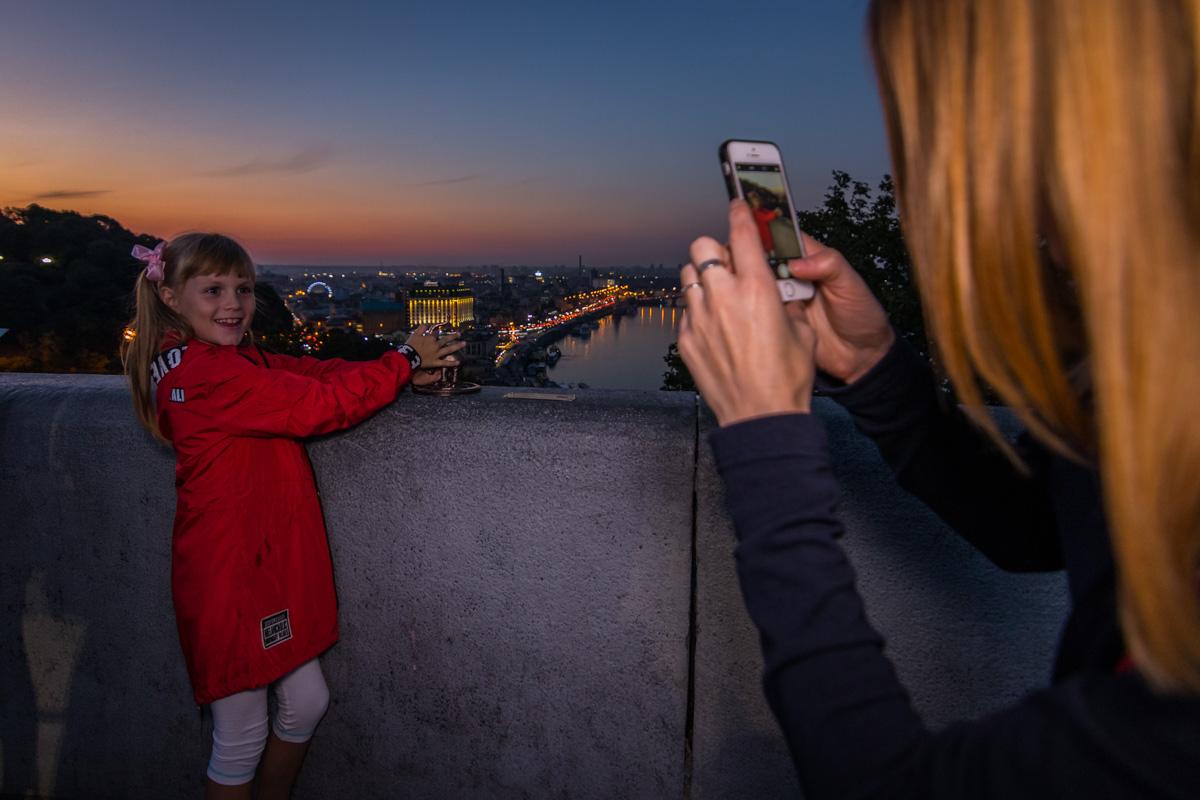 Новая скульптура уже красуется на фотографиях жителей Киева