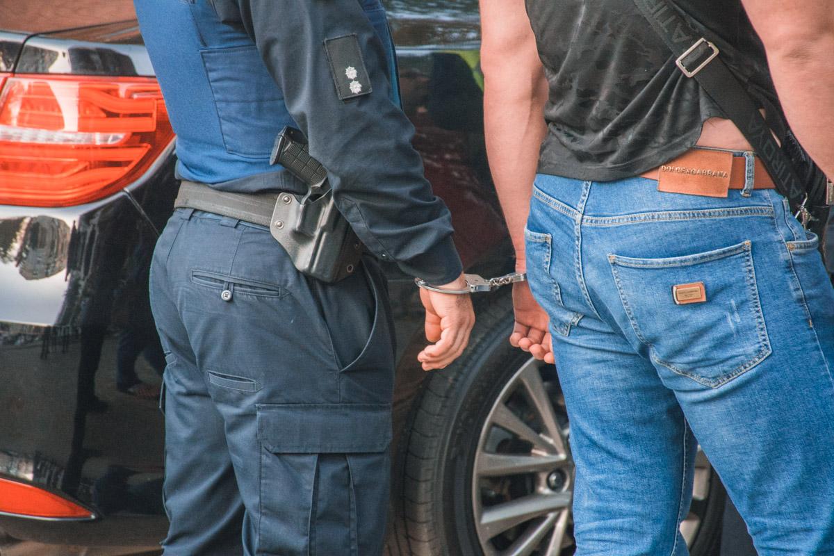 Чеченцев доставили в управление полиции