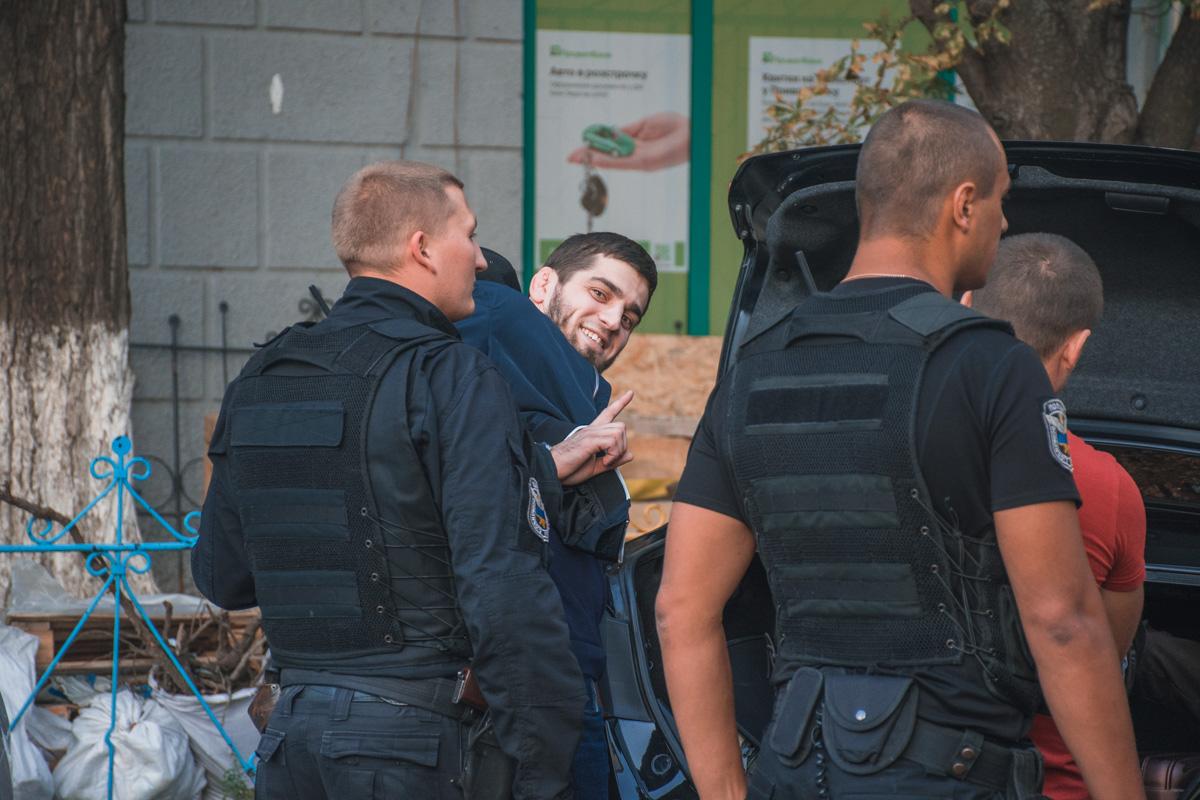 Обыск и задержание провели на улице Кирилло-Мефодиевской