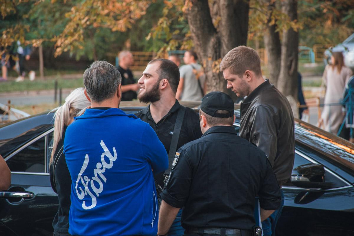 Троих молодых людей кавказской национальности, которые находились в машине, задержали