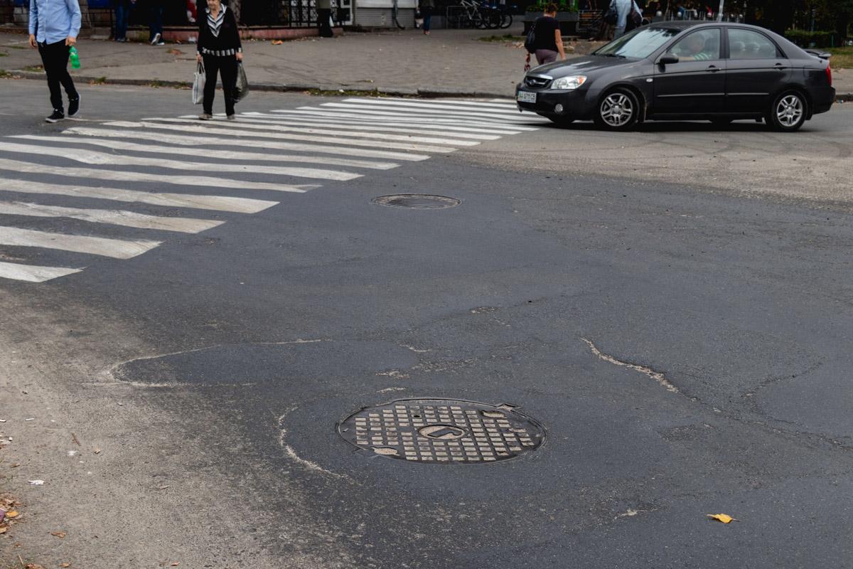 """""""Пострадали"""" еще и пешеходы - переход тоже был залит"""