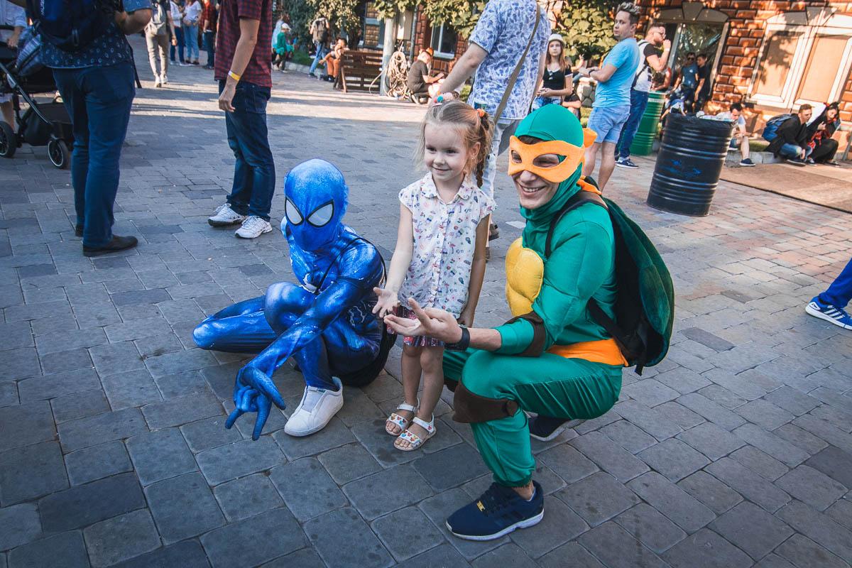 Вот они и познакомились - Человек-паук и Черепашка-ниндзя!