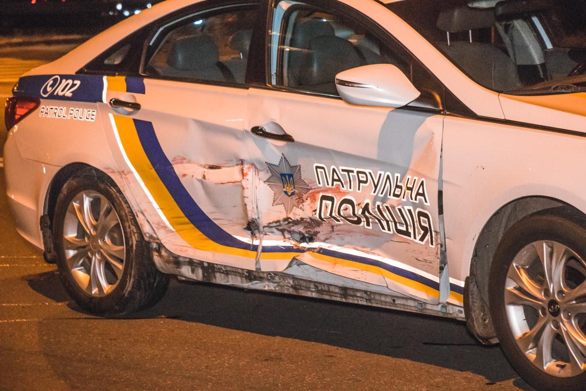 Повреждения полицейского автомобиля