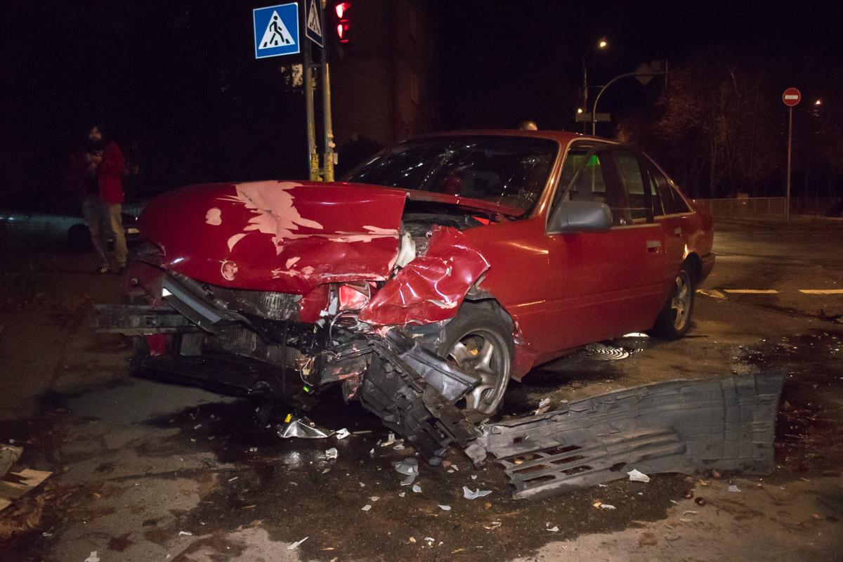 На пересечении улиц Саратовской и Ружинской произошла авария с участием автомобилей Opel иHyundai.
