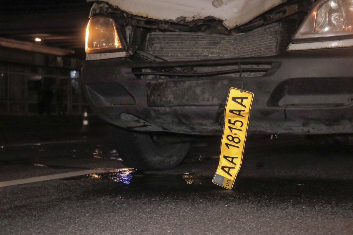 Mercedes Sprinter сбил женщину, которая переходила дорогу в неположенном месте