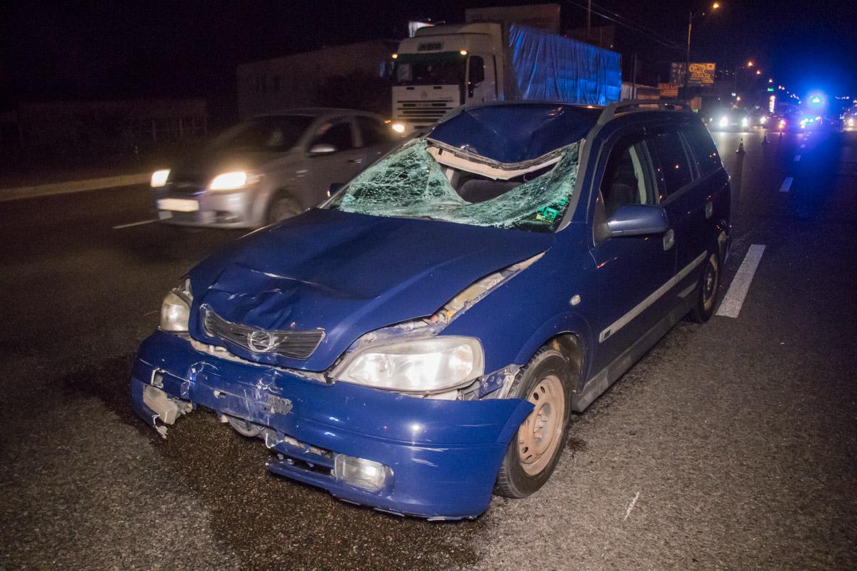 От удара у автомобиля смяло переднюю часть