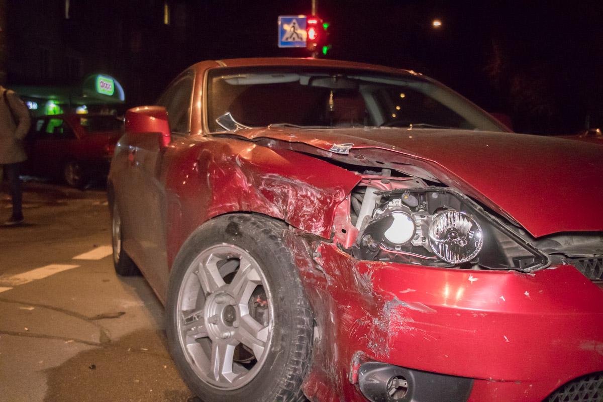 """Мужчина за рулем """"немца""""попытался уйти от столкновения и по касательной врезался в правую сторону корейской машины"""