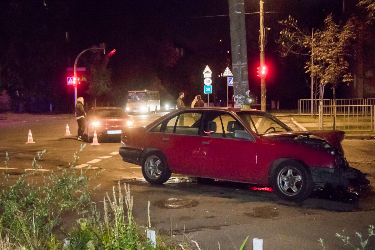 В результате аварии легкую травму головы получил пассажир Opel