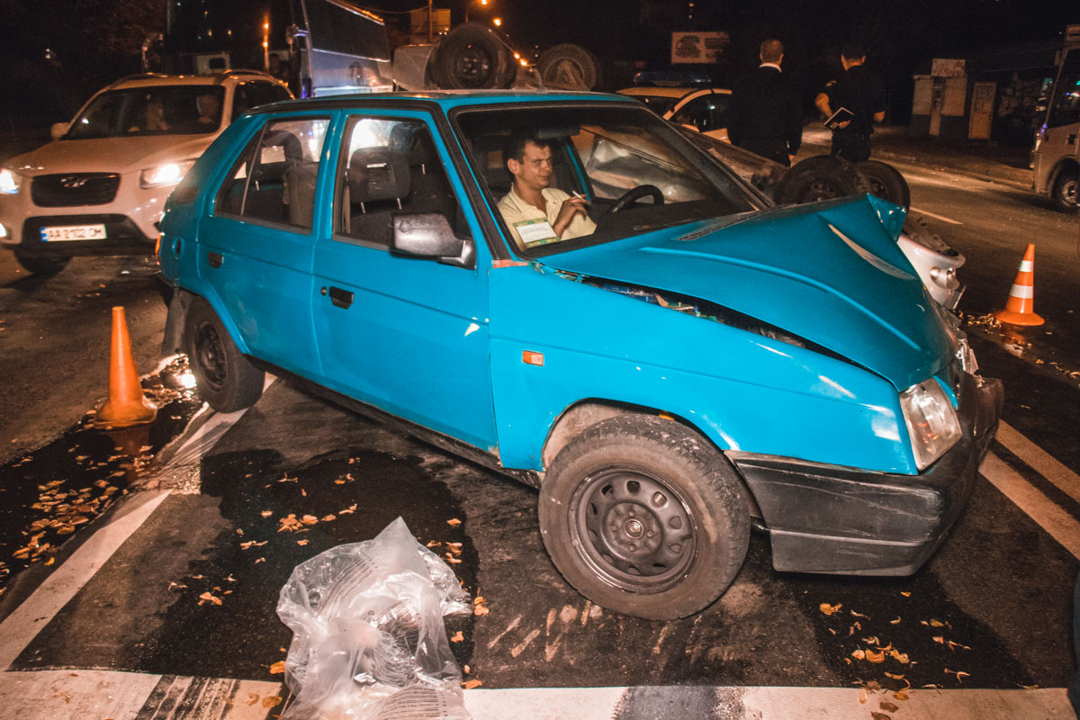 Daewoo уходил от нескольких экипажей полиции, которые гнались за ним