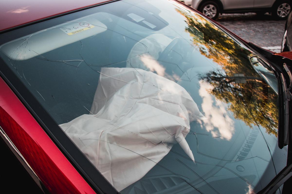 В результате столкновения у Mazda сработали подушки безопасности, благодаря которым водитель не пострадала