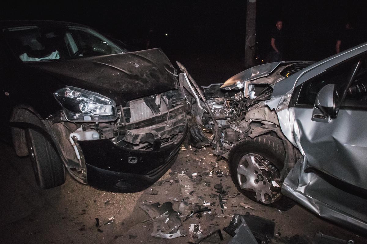По предварительной информации, Peugeot не пропустилQashqai, который ехал по главной, в результате чего произошло столкновение