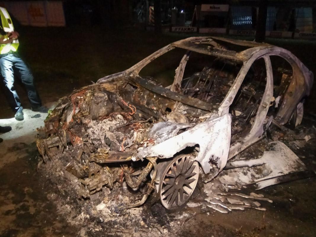 Водитель дорогого Mercedes S-Class убегая от полиции не справился с управлением ивылетел с дороги