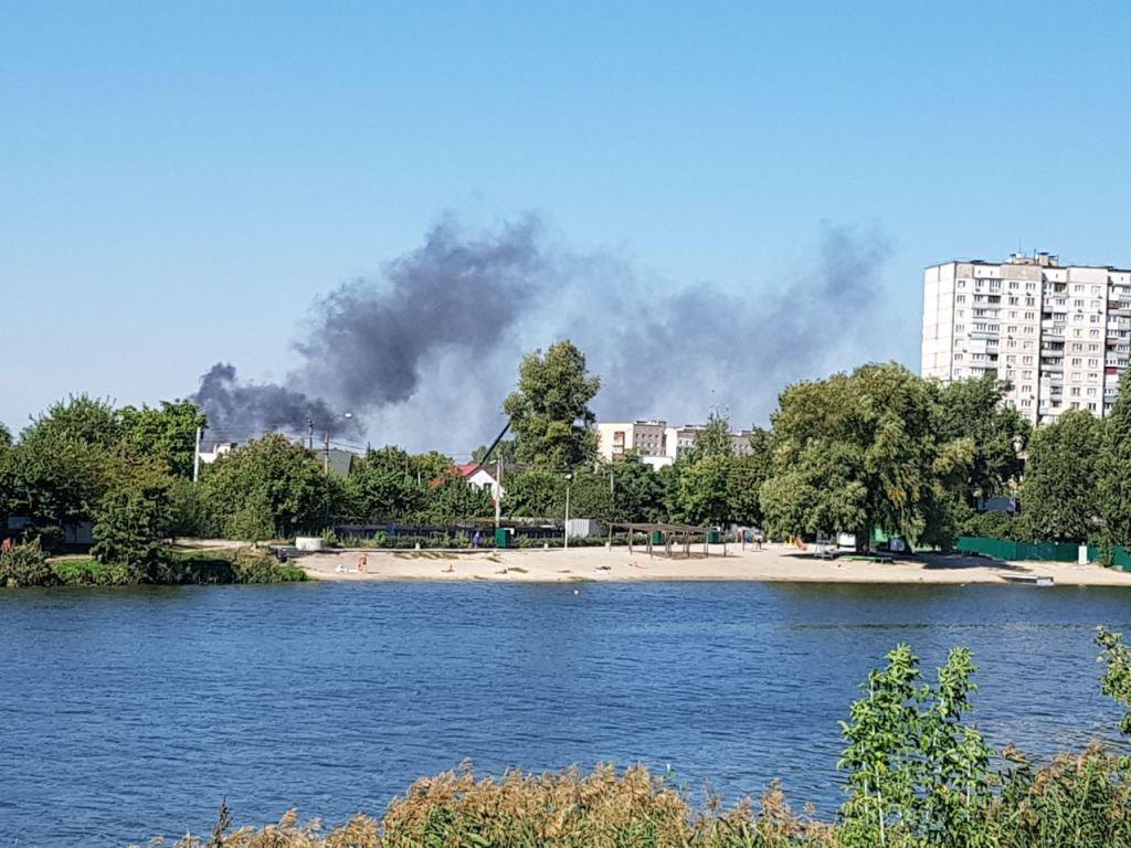 Около 12:00 на Русановских садах начался пожар