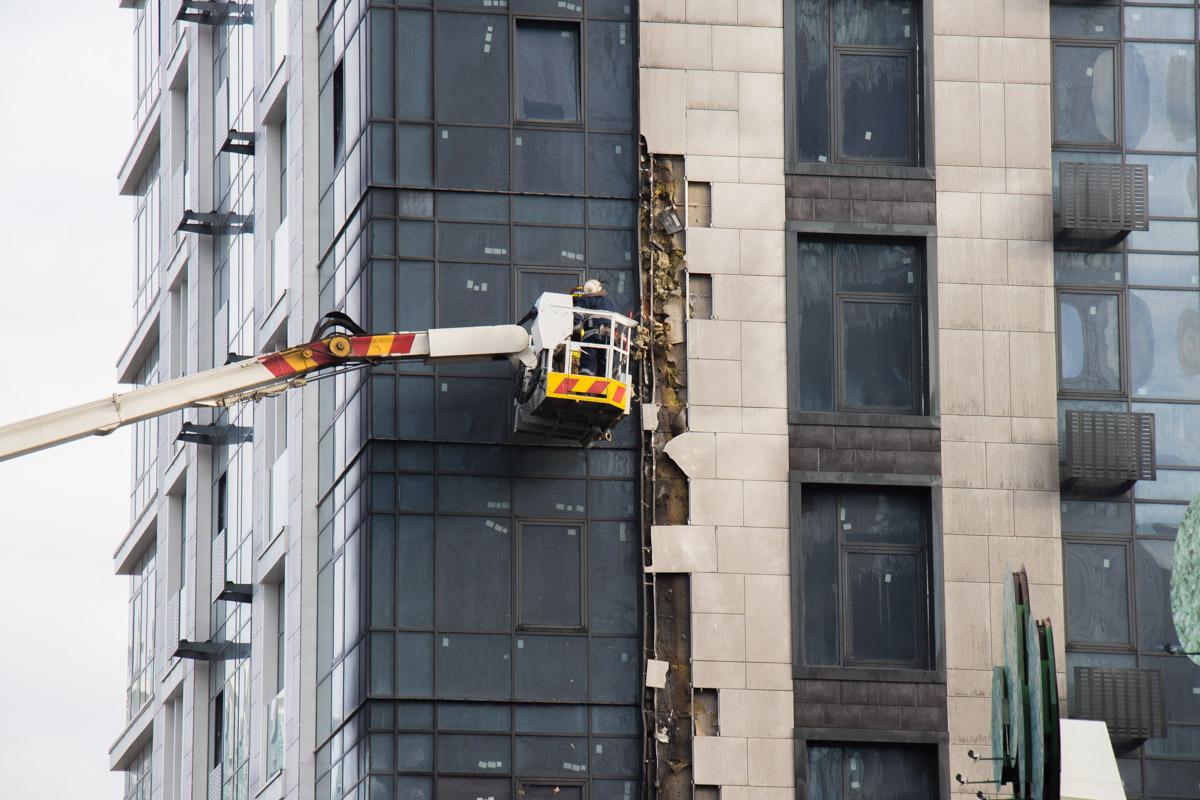 Тушили огонь сотрудники ГСЧС с 8-го этажа, чтобы огонь не подымался вверх