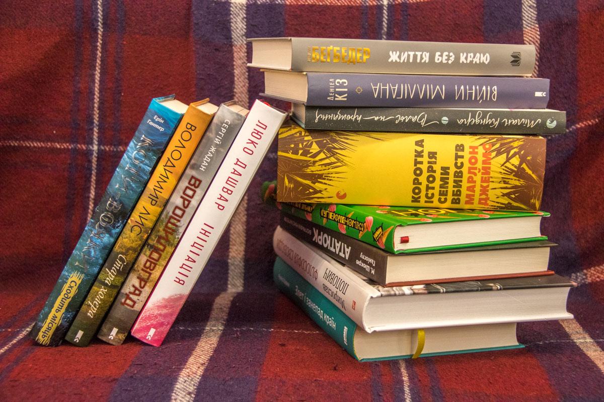 Выберите на нашей книжной полке что-то для себя и наслаждайтесь чтением холодными осенними вечерами