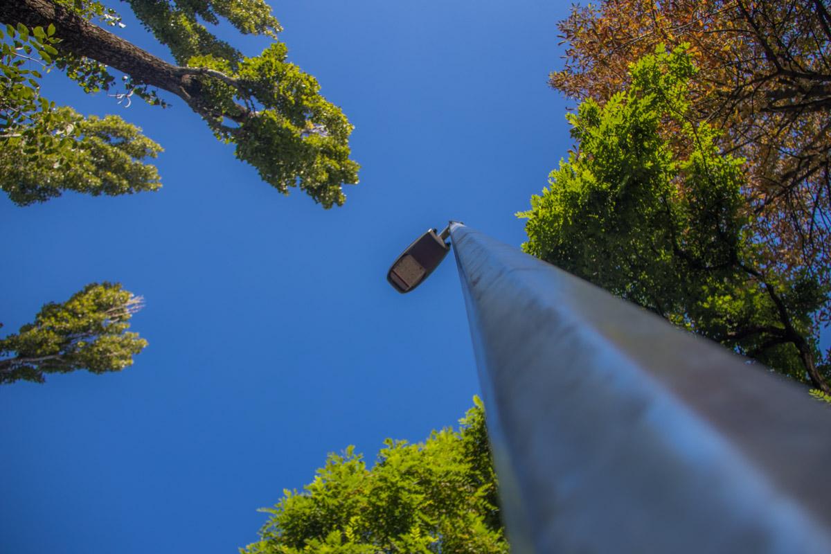Новое современное LED-освещение смотрит прямо на вас