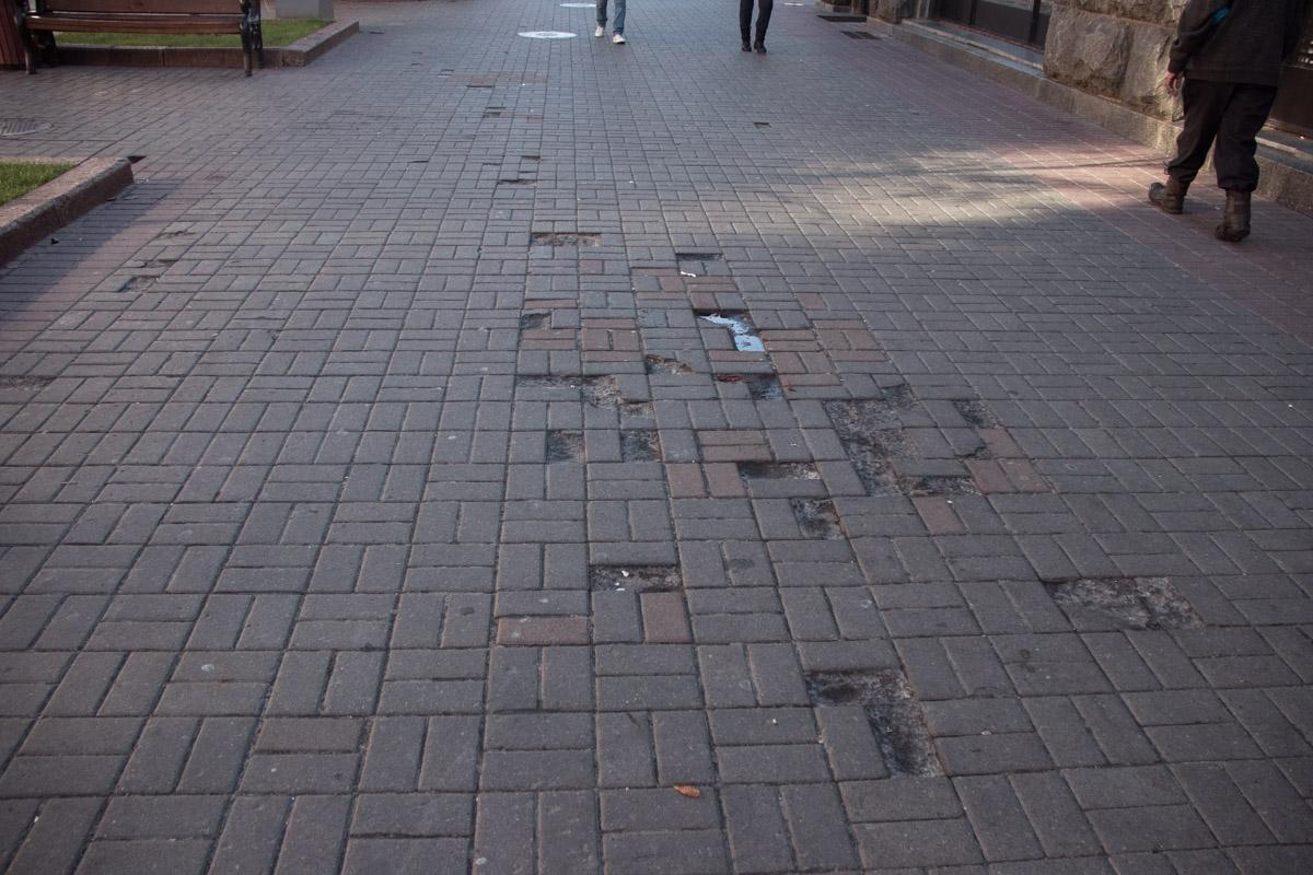 Надеемся, что вскоре такие тротуары останутся в прошлом