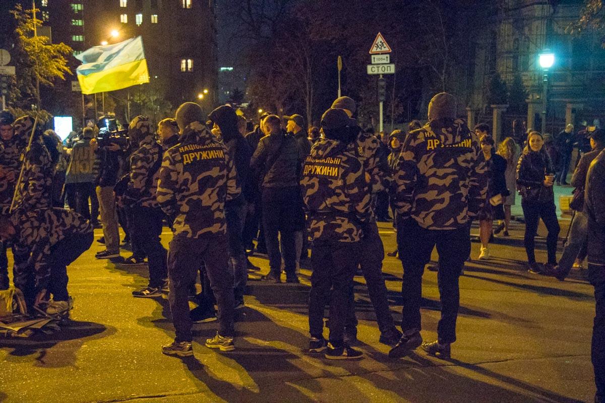 На митинге были замечены представители Национального корпуса и Автомайдана