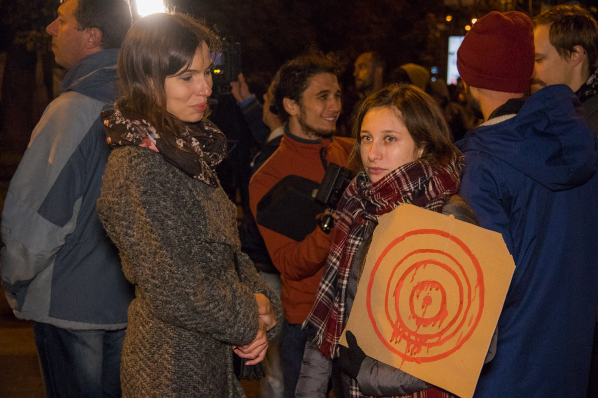 Они требовали защиты для других активистов, на которых совершали нападения