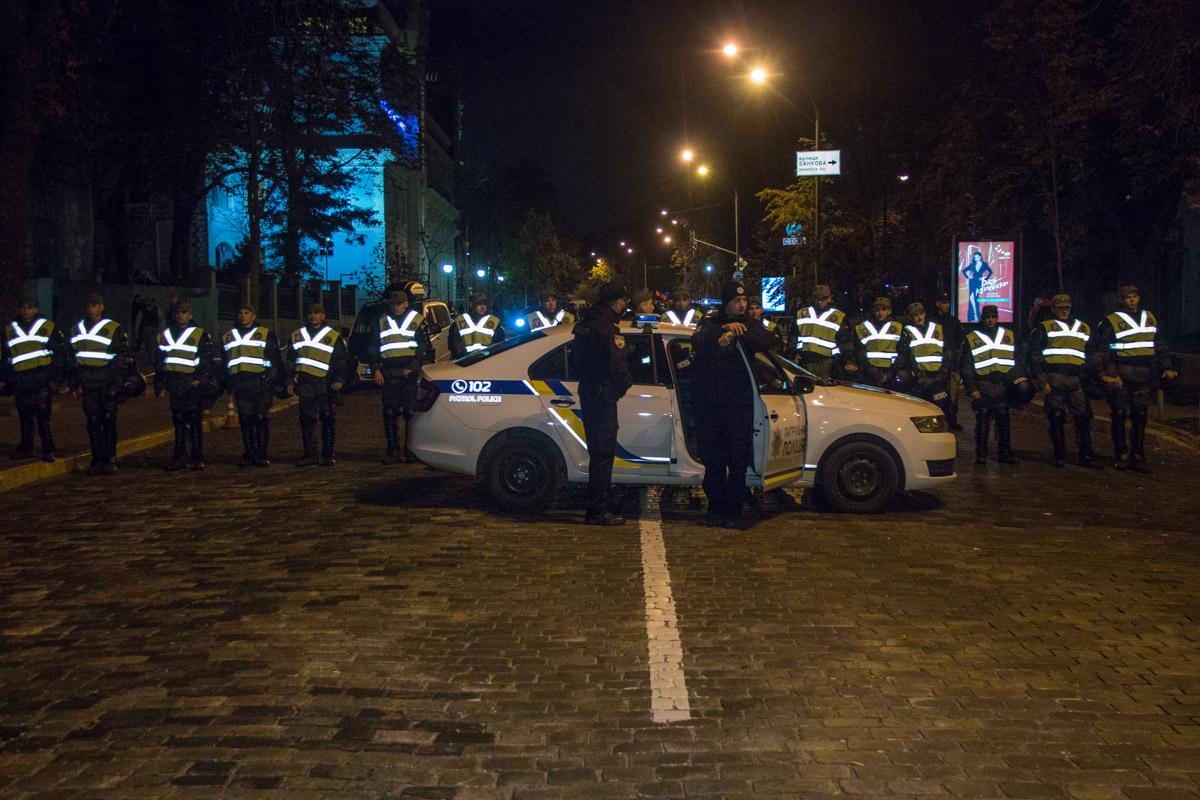 Администрацию президента охраняли сотни бойцов национальной гвардии и полиции