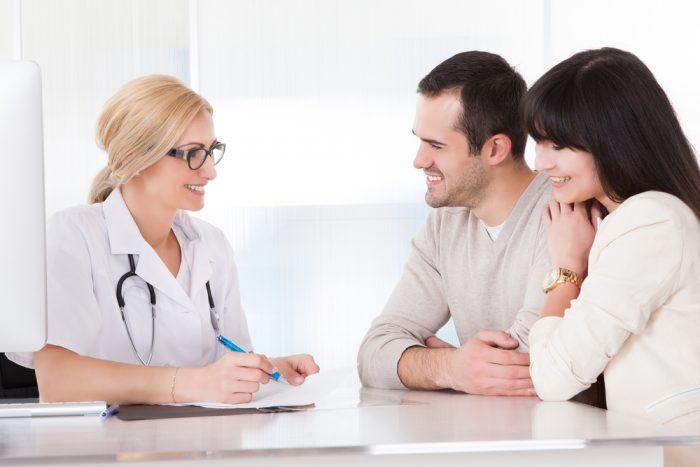 vozbuzhdenniy-paren-muzhchina-ginekolog-kartinki-priem-u-ginekologa