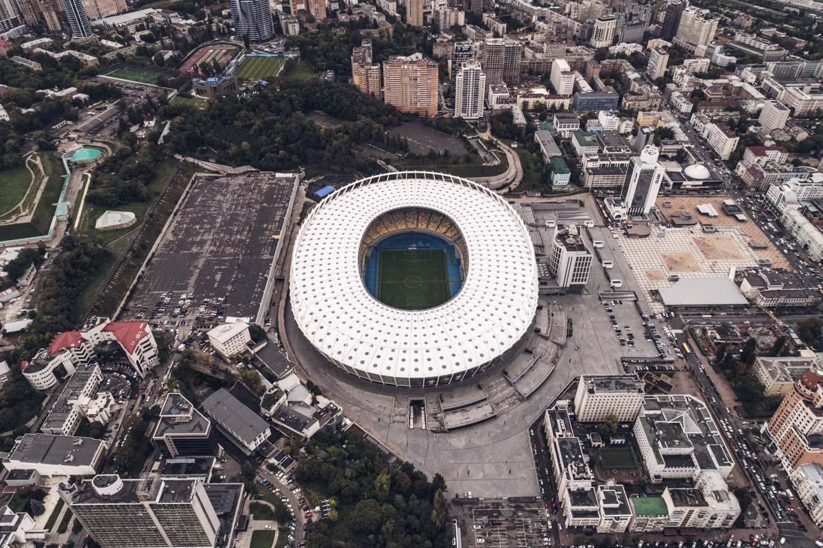 Совсем скоро зеленый газон останется лишь на НСК Олимпийском