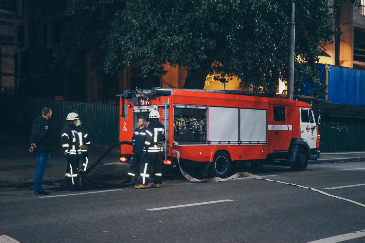 В Киеве по адресу улица Жилянская, 49/51 произошел масштабный пожар