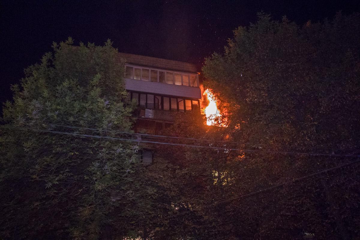 Пожар начался около 00:05