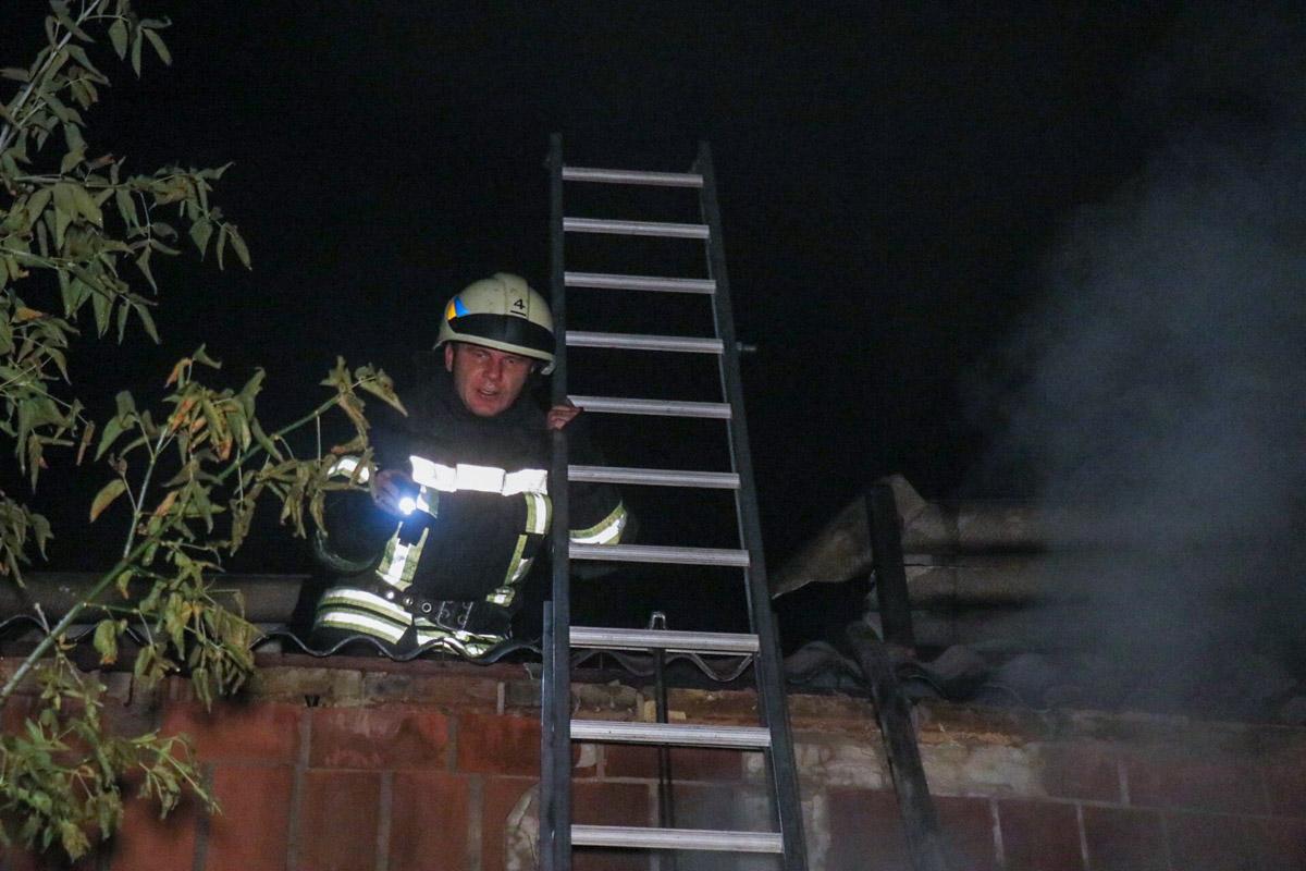 По предварительной информации, площадь пожара составила 80 квадратных метров