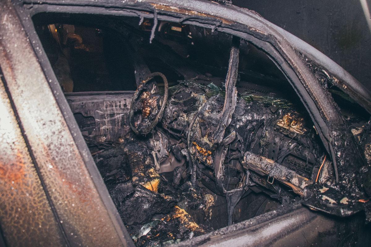 Хозяин машины предполагает, что в такой способ ему могли мстить из-за его гражданской позиции