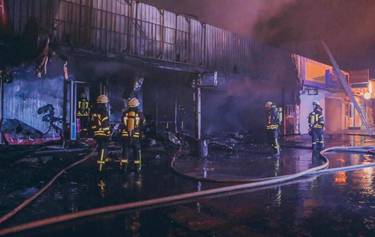 Площадь возгорания составила около 200 квадратных метров