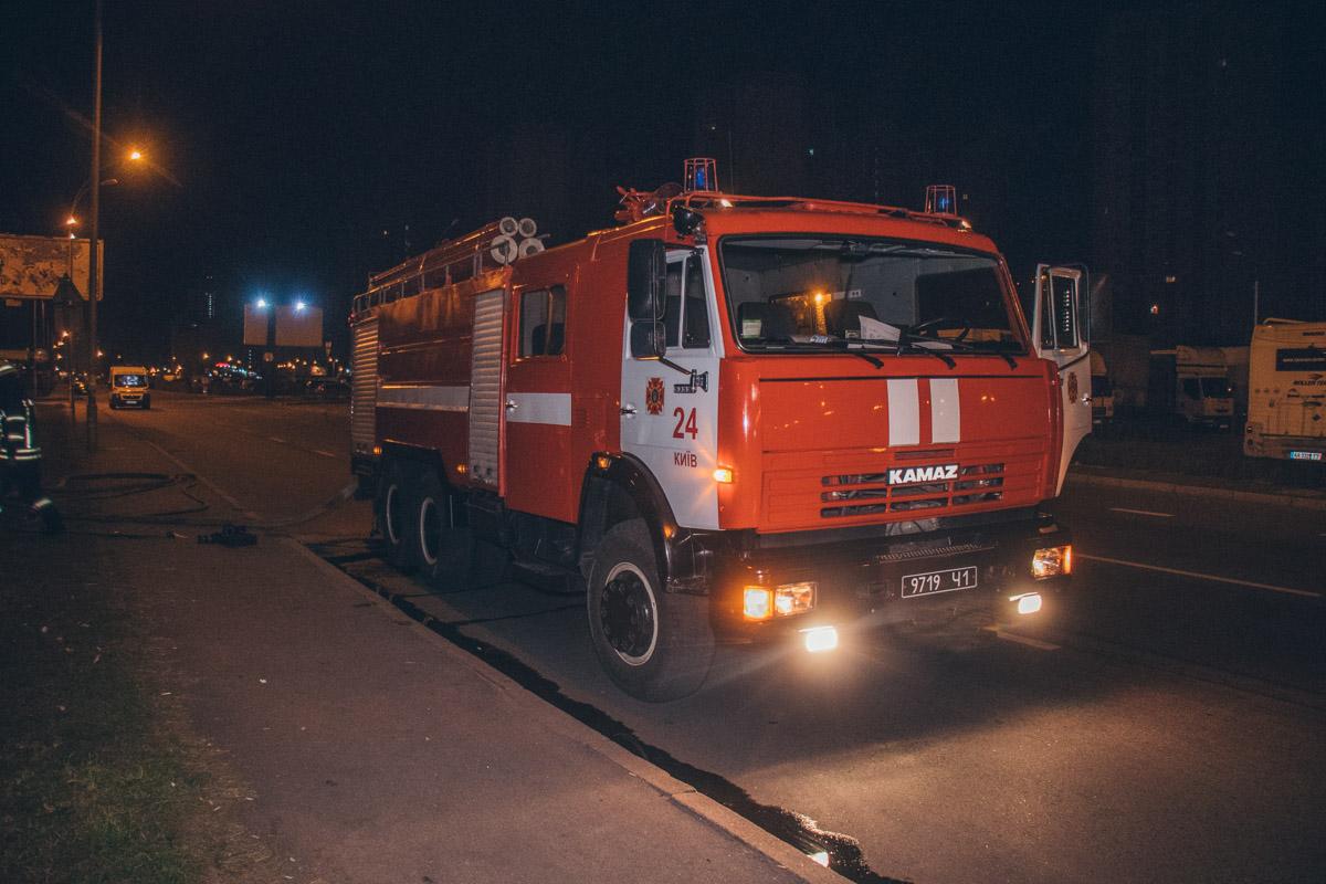 """На месте работали две пожарные бригады, экипаж патрульной полиции и """"скорая"""""""