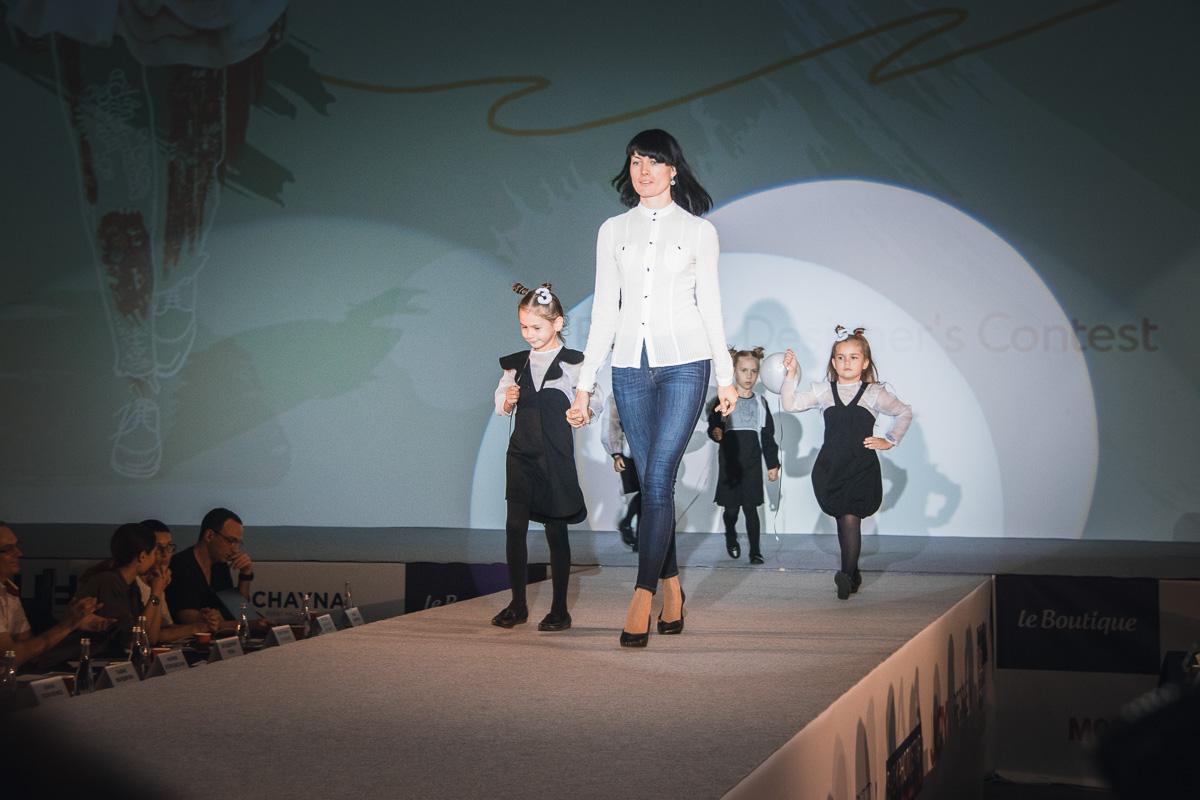 """Юные модели представили линии детской одежды в номинации """"Kids"""""""