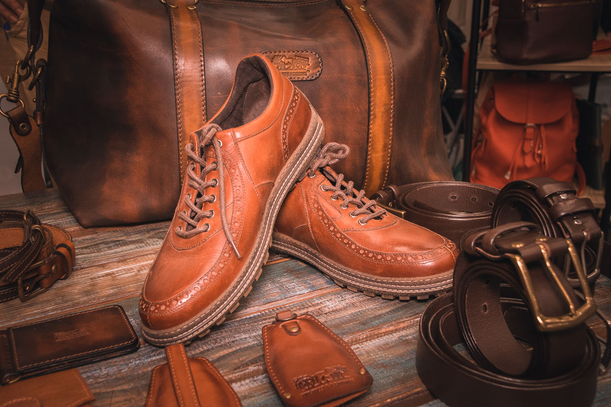 На конкурсе можно приобрести даже обувь ручной работы