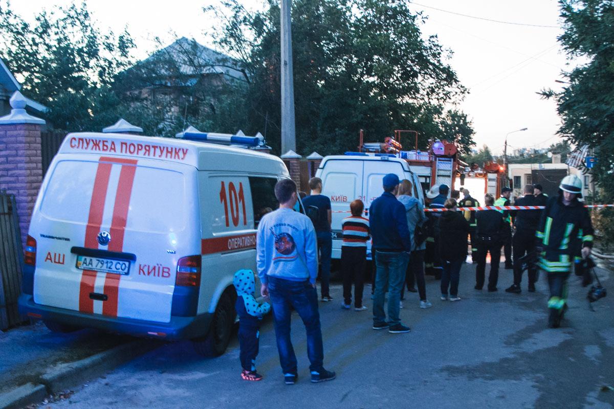 На место прибыли спасатели и медики