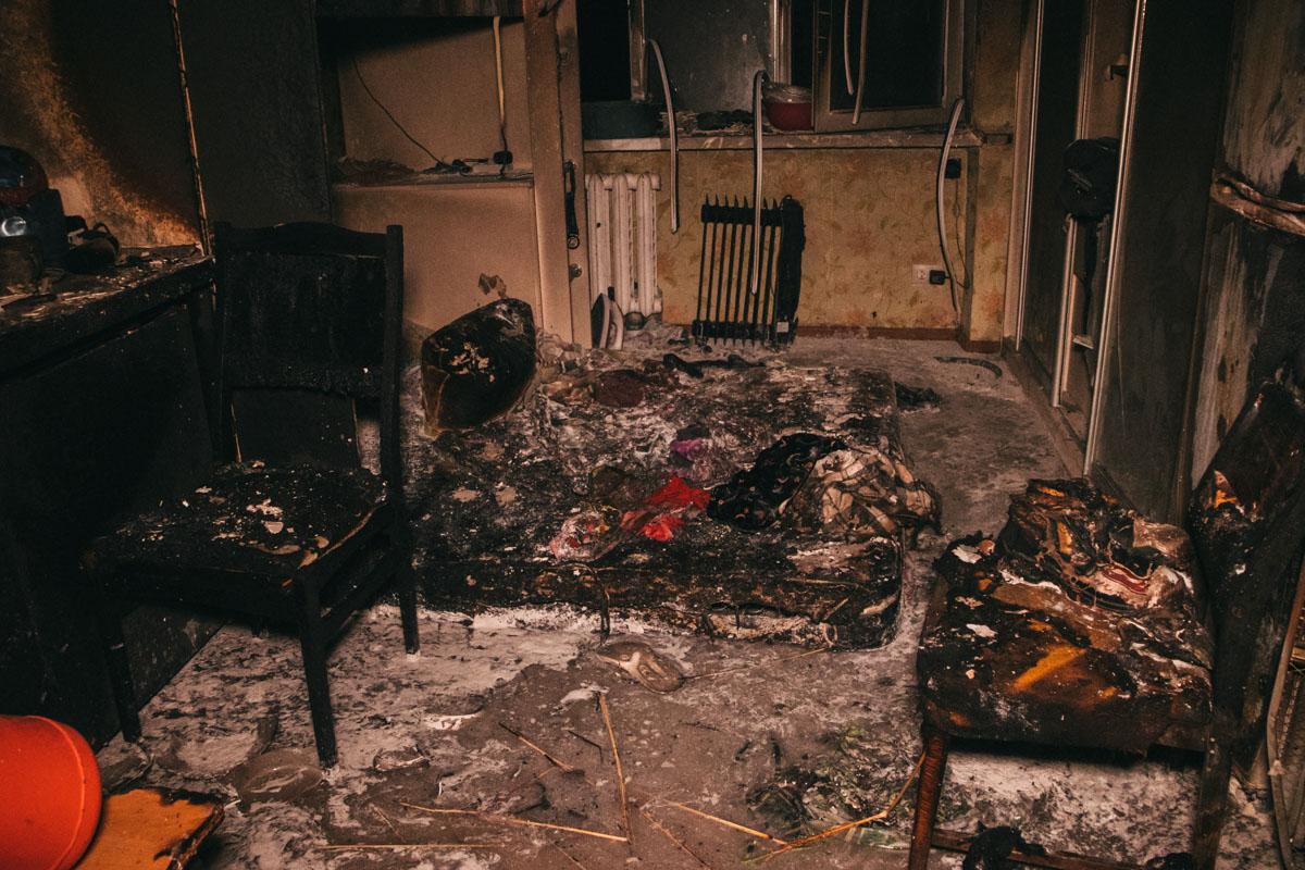 Предварительно, пожар начался из-за того, что закоротило микроволновку и она взорвалась