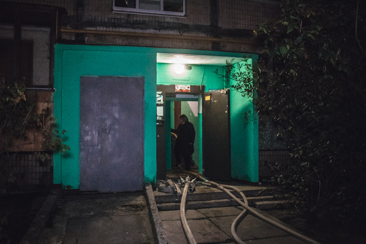 В жилище спасатели обнаружили труп мужчины