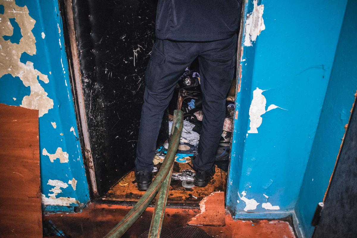 Мужчина сгорел на диване в одной из комнат