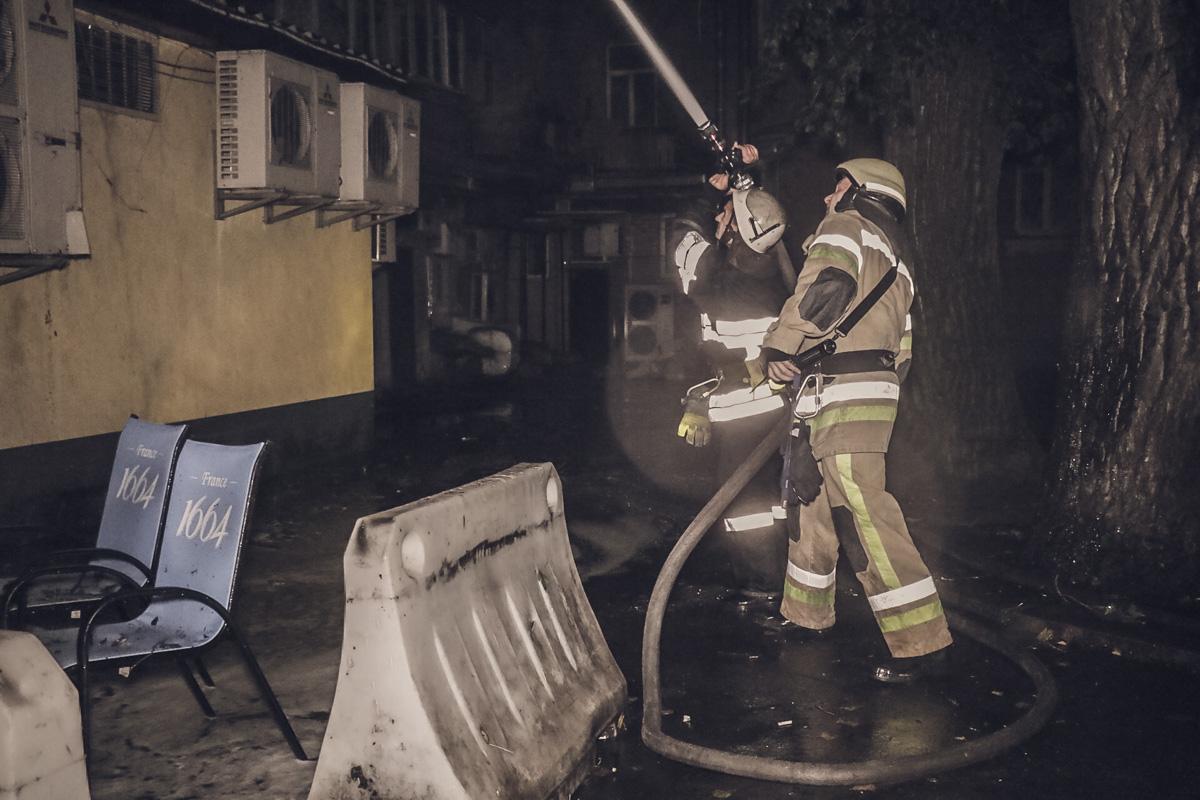 В жилом трехэтажном доме по адресу Большая Васильковская, 63 произошел пожар