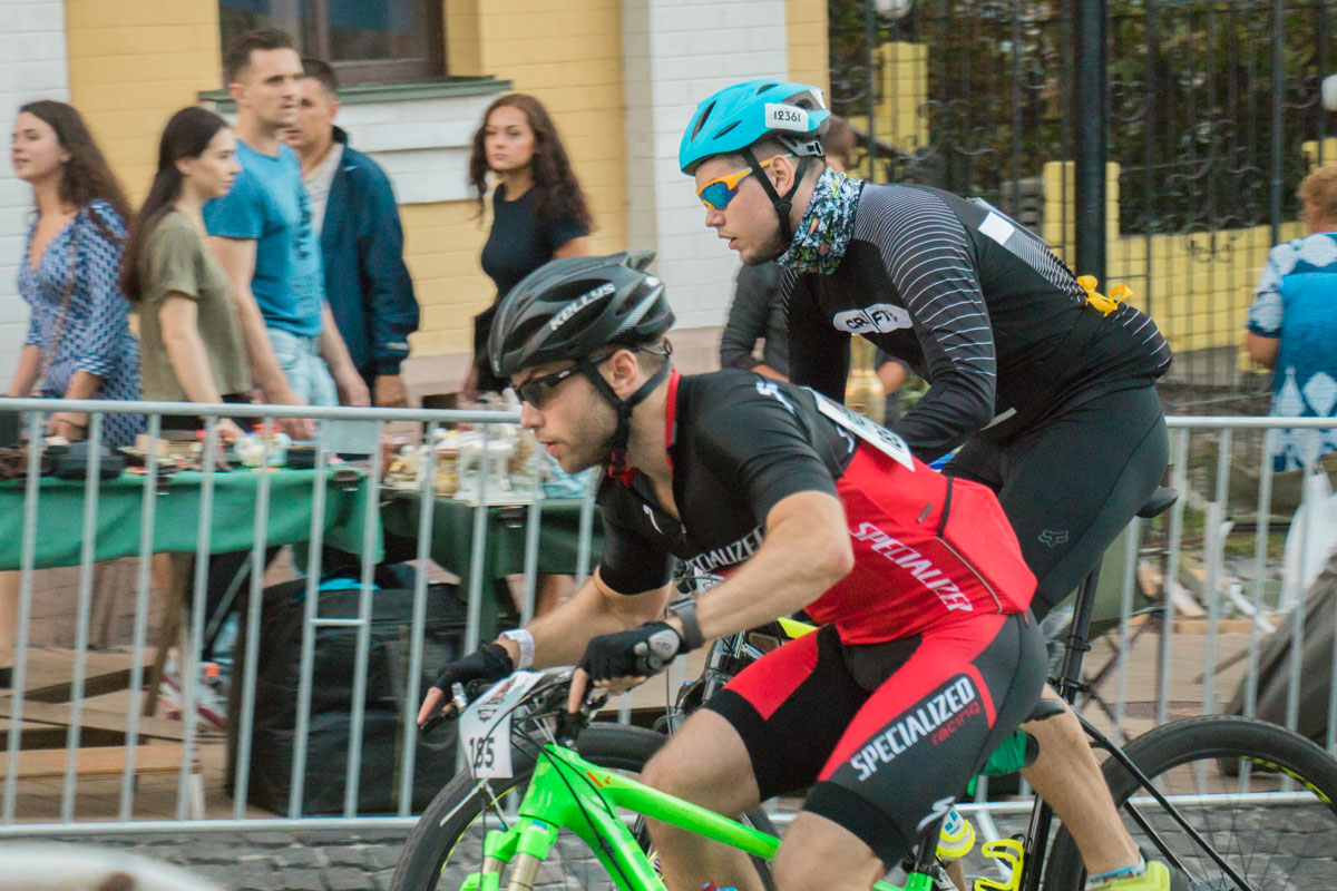 Торжественное открытие провела известная украинская велогонщица Яна Беломоина