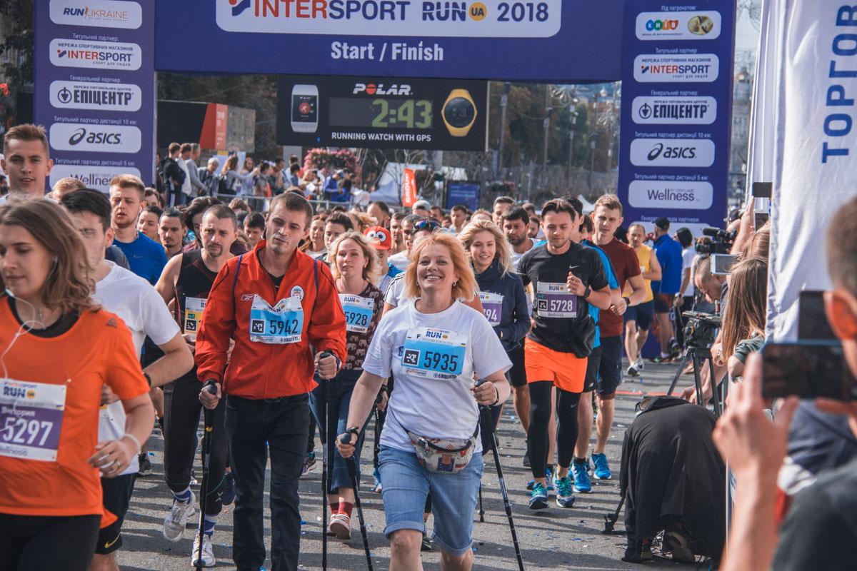В забеге могли принимать участие как профессиональные спортсмены, так и аматоры