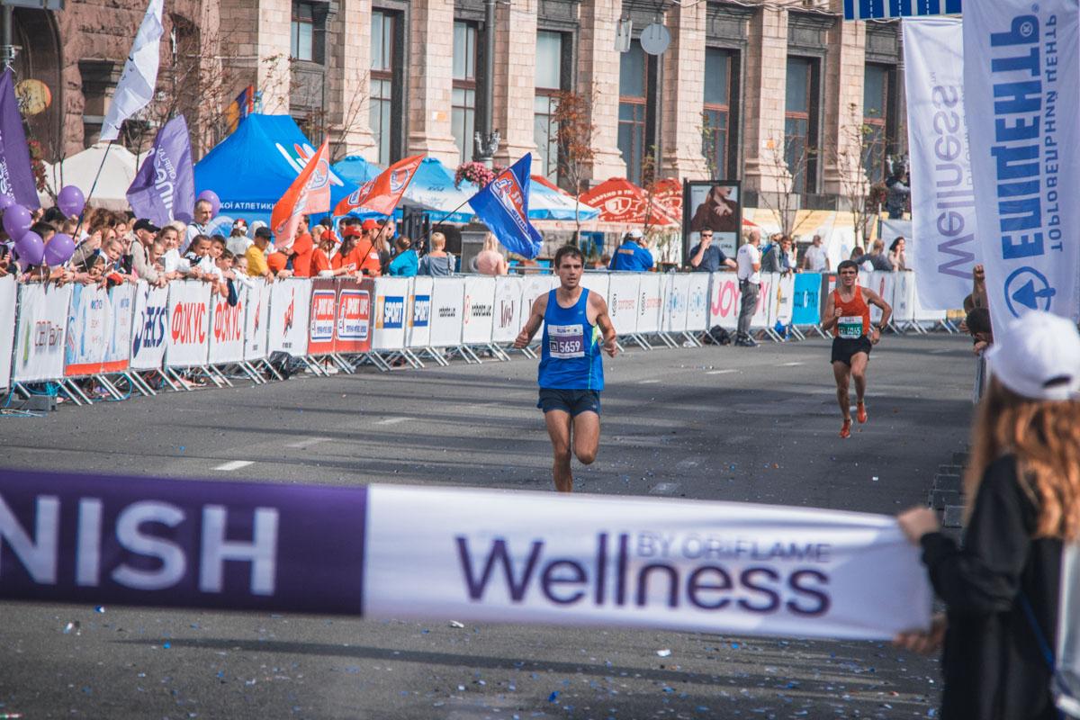В забеге на 5 километров среди мужчин победил 31-летний Владимир Киц