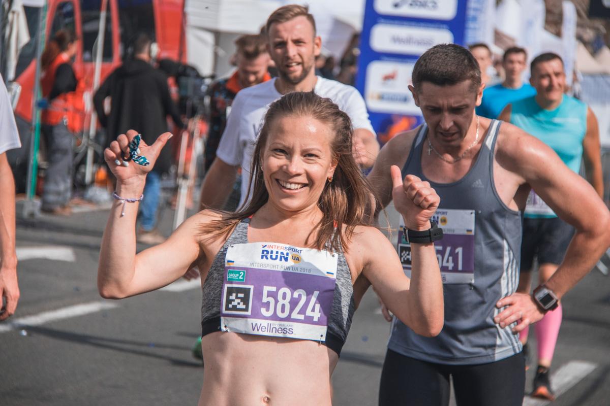 Участники забегов соревнуются на дистанциях 10, 5 и 2 километра