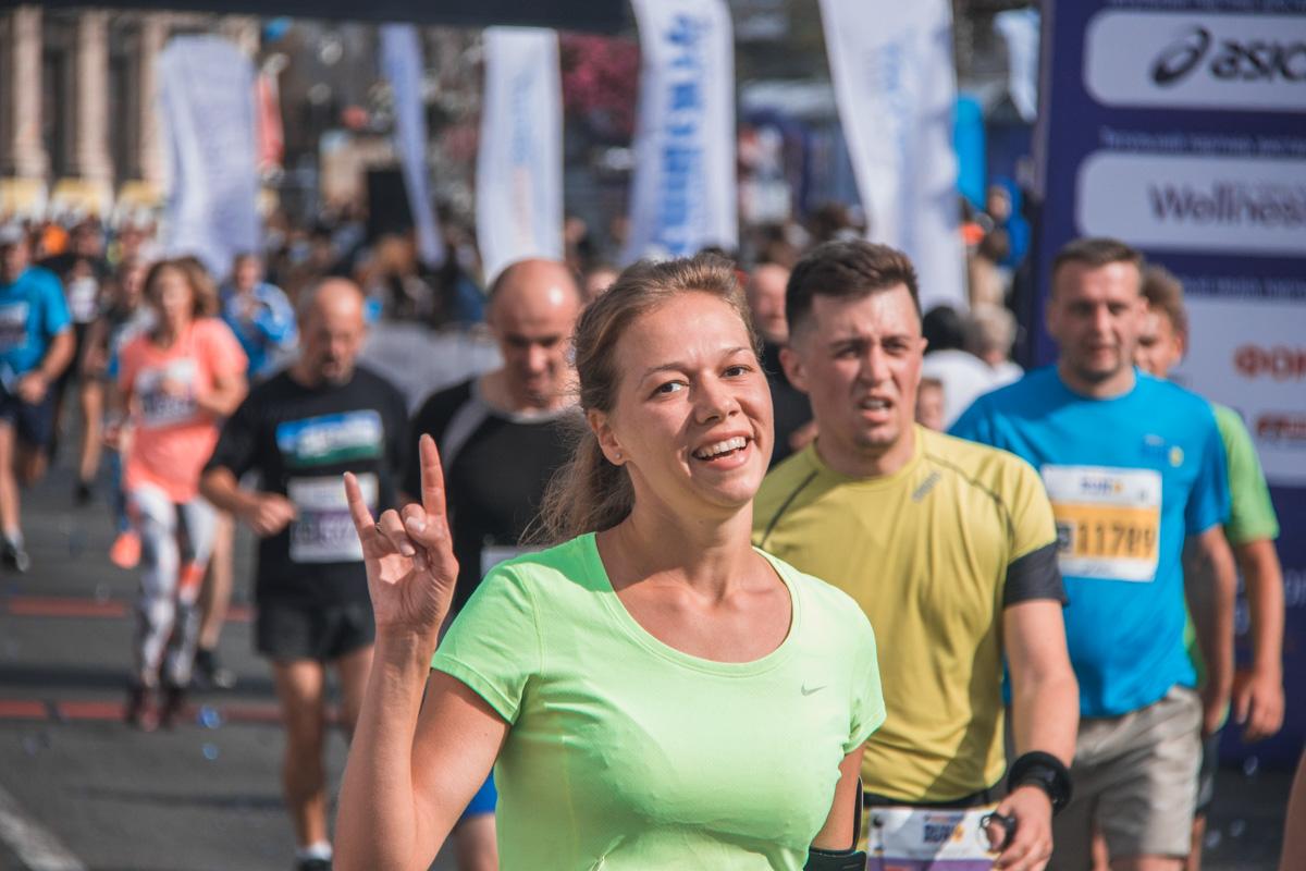 В День физической культуры и спорта, в Киеве на улице Крещатик проходит спортивный фестиваль Intersport Fest UA