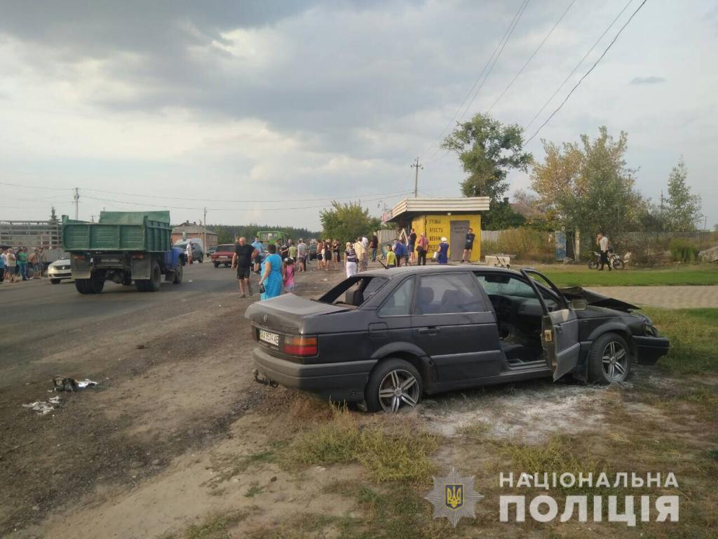 В поселке Васищево водитель автомобиляVolkswagen въехал в остановку общественного транспорта