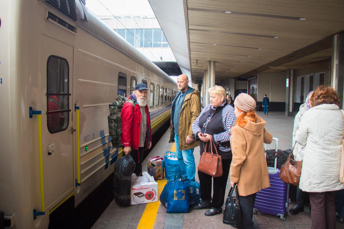 Первые пассажиры нового поезда