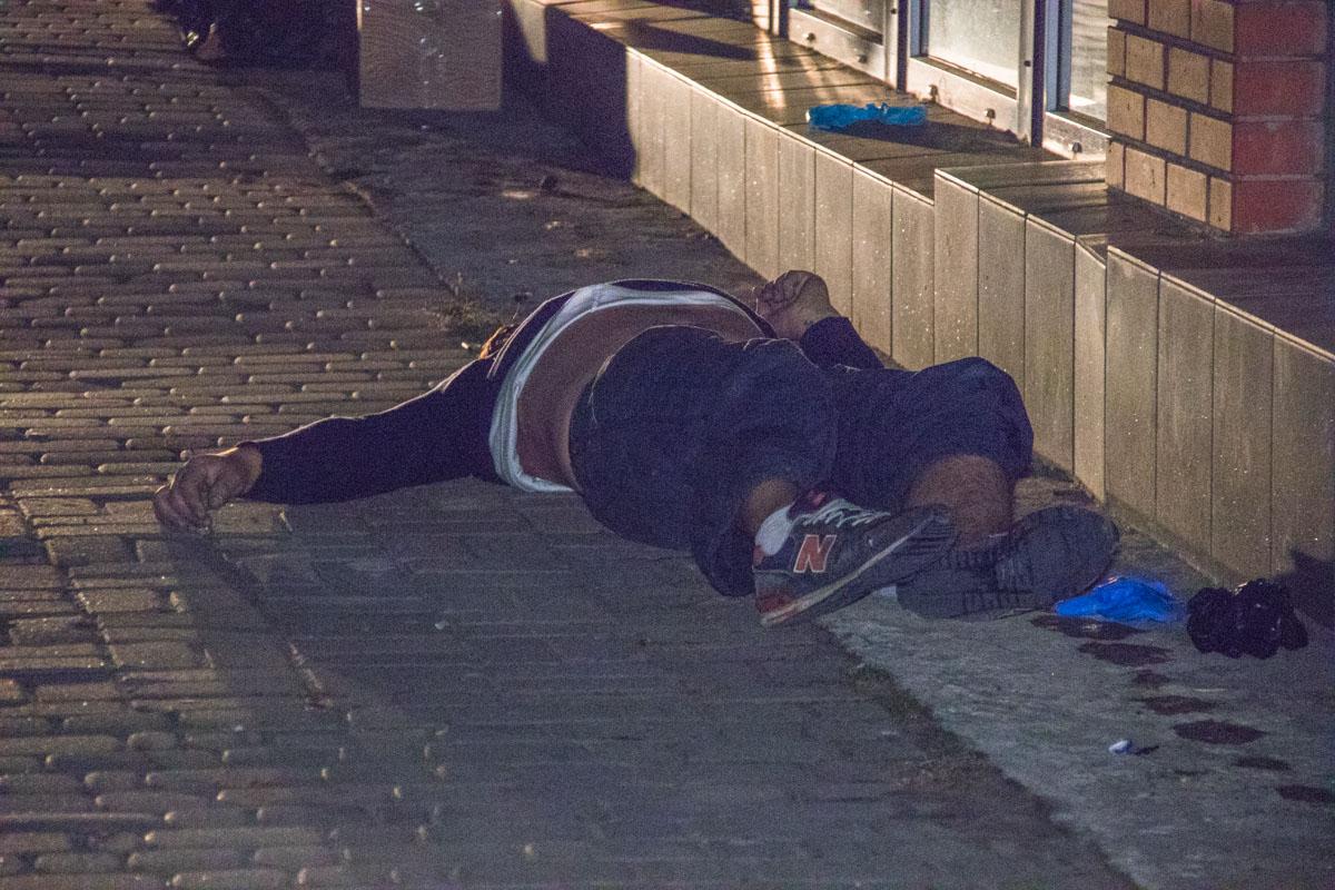 28 сентября, недалеко от метро Познякирядом с магазином Баул нашли труп