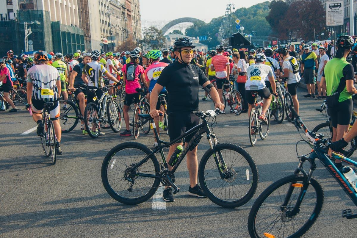 Все потому, что в Киеве проводились международные соревнования «Велосотка 2018»