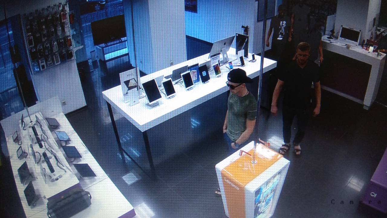 Снимок с камер наблюдения магазина MOYO